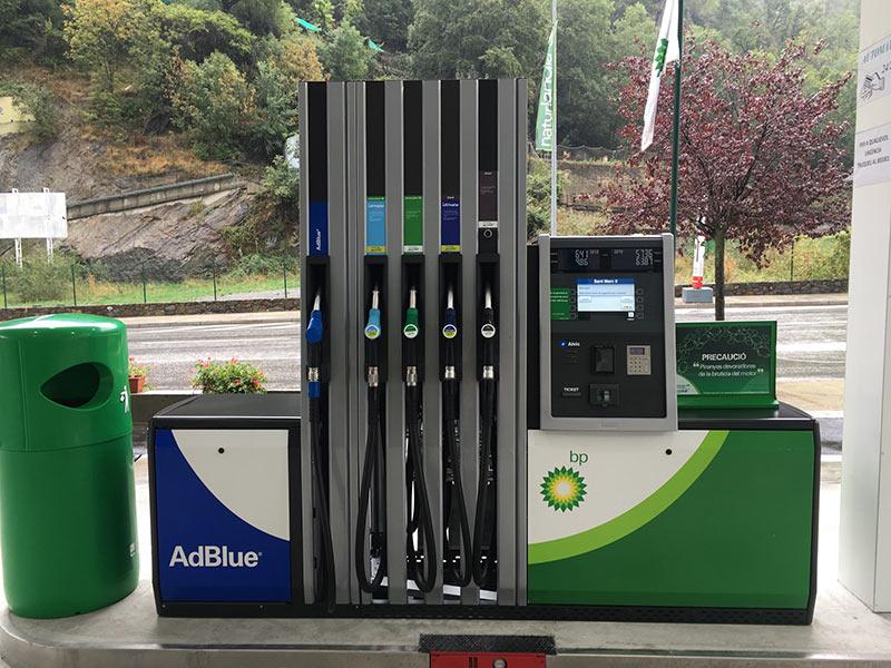 Gasolinera tradicional vs Gasolinera Low Cost